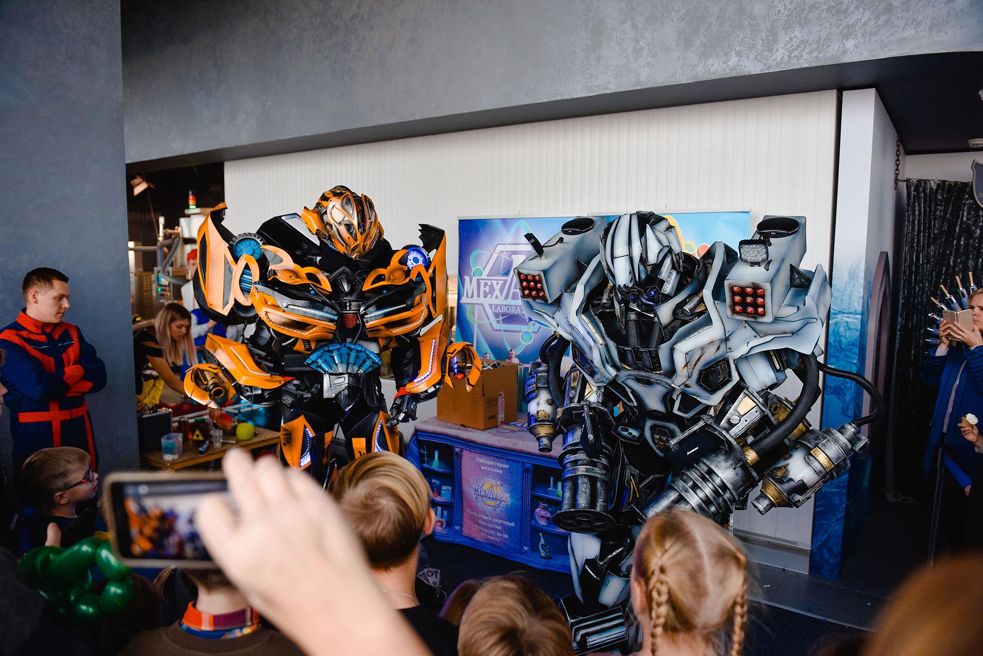 Электрическое шоу с гигантскими роботами