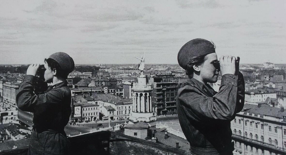 Выставка «Москвичи на высоте: город и горожане в дни войны и победы»