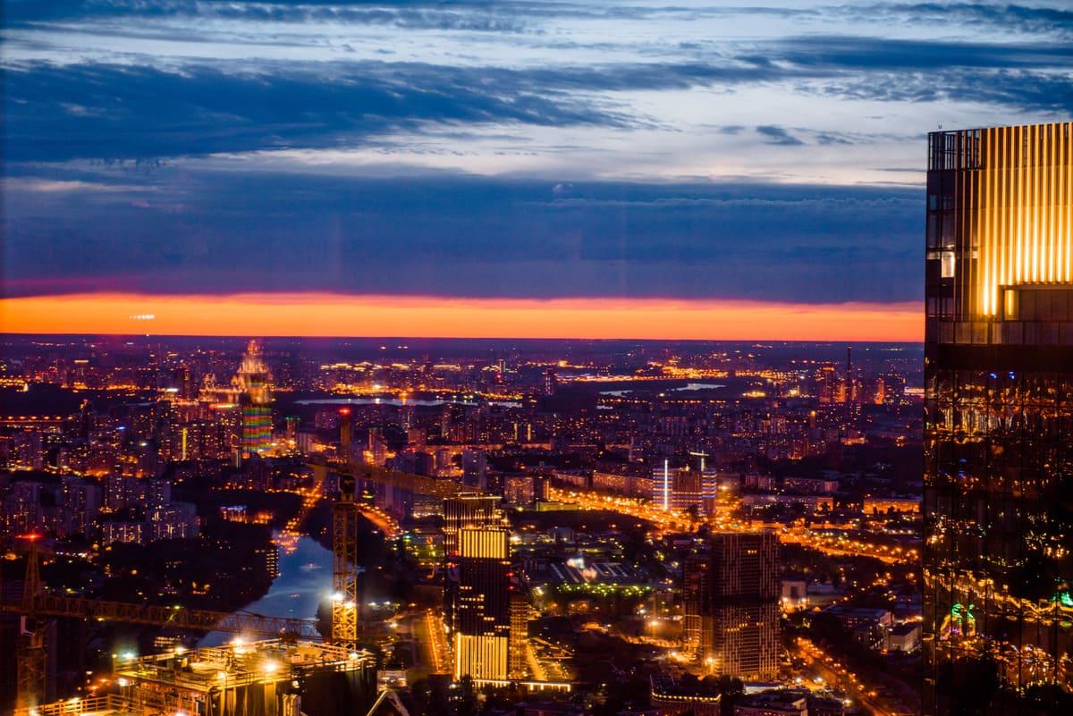 Романтическое свидание на закате в Москва-Сити