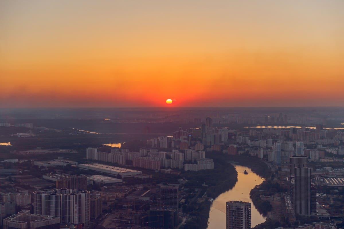 Посмотреть на закат в Москве